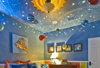 Фосфорные звёздочки на окрашенном потолке