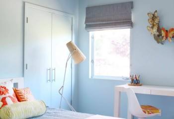 Многоцветное, но не слишком броское покрытие потолка в спальне