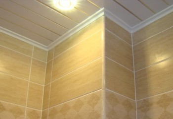 Монтаж пластиковых панелей на потолок: 3 метода разной сложности