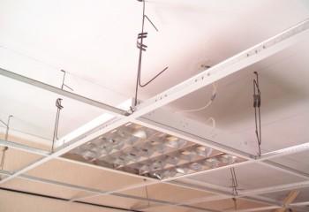 На фото показана подвесная каркасная система