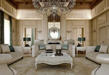 В классике, и не только в кабинете, но и в гостиной, можно увидеть и деревянный потолок