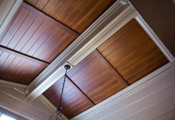 Погонажные панели МДФ в дизайне потолка