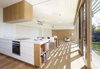 Реечный потолок в сочетании с гипсокартонными секциями