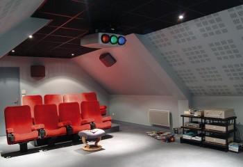 Потолочная акустическая система Кнауф в домашнем кинотеатре