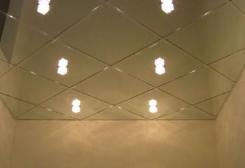 Зеркальные пластиковые потолки имеют отличный внешний вид