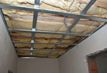 Каркас потолка с утеплением