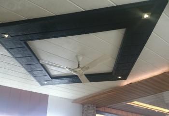 Как зашить пластиком потолок: комбинированный вариант отделки