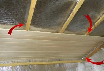 Между пароизоляцией и обшивкой должен быть вентиляционный зазор