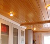 Пластиковая вагонка на потолок – недорогой материал для качественного ремонта