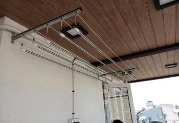 Крепление под потолком, но к стене