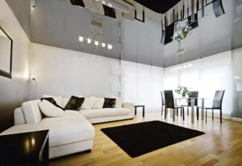 Сплошной глянцевый потолок