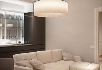 Сложная схема подвесного потолка вмещает в себя разные типы световых приборов