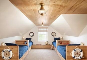 Детская с деревянным потолком в мансарде