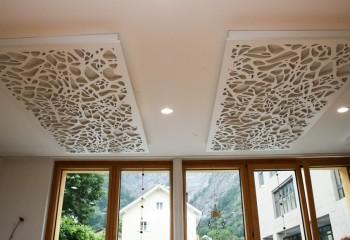 Резные панели на потолке