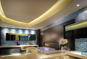 Вспомогательная точечная и основная светодиодная подсветка ванной комнаты