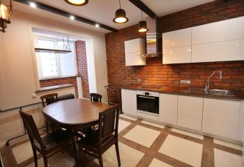 В городской квартире предпочтение следует отдавать легким полиуретановым планкам