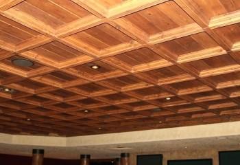 Кессонный деревянный потолок