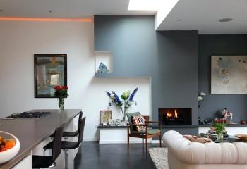 Потолок с перепадами по высоте применяется для зонирования пространства