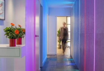 Цветная скрытая подсветка стен и потолка