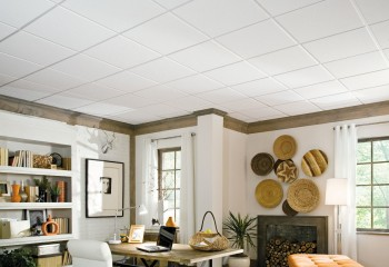 Офисный вариант кассетного потолка неплохо смотрится и в доме