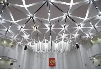 Ломаный плиточный потолок