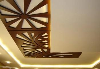 Панели с декоративной перфорацией можно монтировать на клей