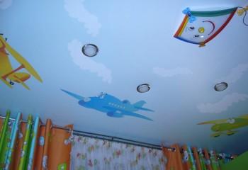 Оформление потолка в комнате мальчика