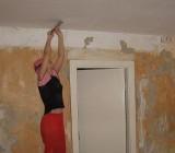 Как снять краску с потолка: все известные методы