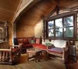 Чем обшить потолок в деревянном доме: подбор материалов для гармоничного дизайна