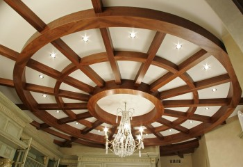 Кессоны нестандартной формы в дизайнерском потолке
