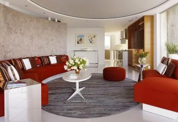 Форма потолка поддержана ковровым покрытием и мебели