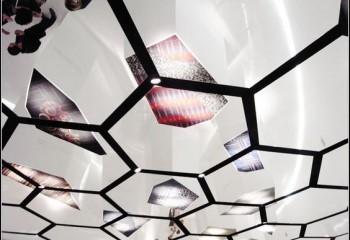 Оформление рисунками отлично украсит потолочную поверхность