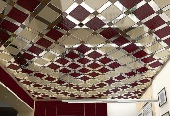 Металлические потолочные панели на кухне