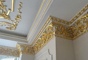 Если такие плинтуса и молдинги красиво покрасить, можно получить эксклюзивный декор для интерьера
