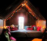 Оформление потока в спальне — делаем празднично