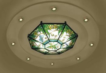 Плафон внутри центрального элемента потолка