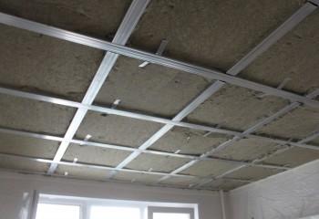 Утепление подвесного потолка по металлокаркасу