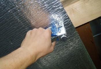 Устройство потолка в бане требует обязательной укладки пароизоляции