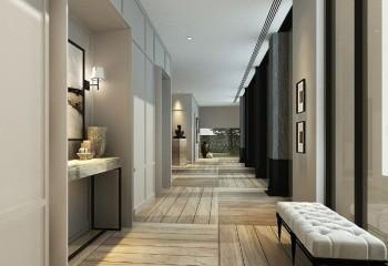 Потолок в одном уровне со скромным декором в виде полос смотрится строго и органично