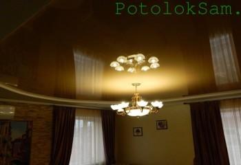 Комбинированный потолок с центральной люстрой