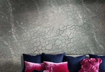 Эффект «кракелюр» чаще используют на стенах, но его вполне можно применить и на потолке