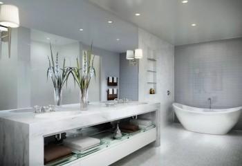 Ванная комната в стиле хай-тек со встроенным и настенным освещением