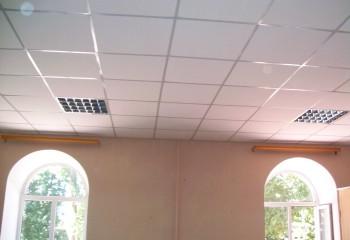 Бетонный потолок: характеристики поверхности и варианты декорирования