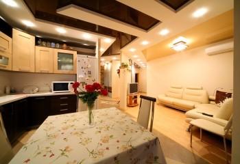 Фигурный двухуровневый потолок