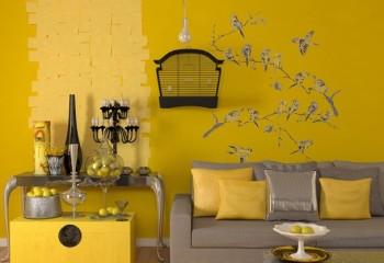 Необыкновенно гармоничная комбинация бежевого потолка с жёлтыми стенами
