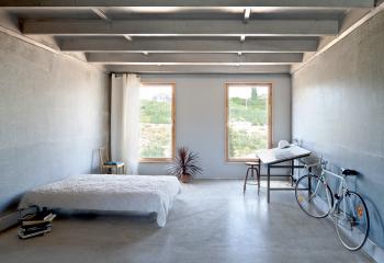 Стиль лофт: металлические балки на потолке