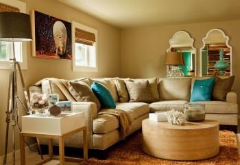 Между потолком и стенами стерта четкая грань благодаря одинаковому цвету этих поверхностей