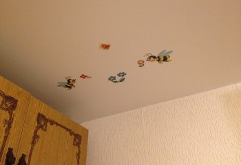 Декоративные наклейки на потолке в детской