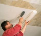 Как клеить обои на потолок одному, без помощников