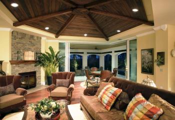 Оригинальный дизайн потолков из дерева